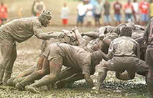 On dirait qu'ça t'gène, de marcher dans la boue !