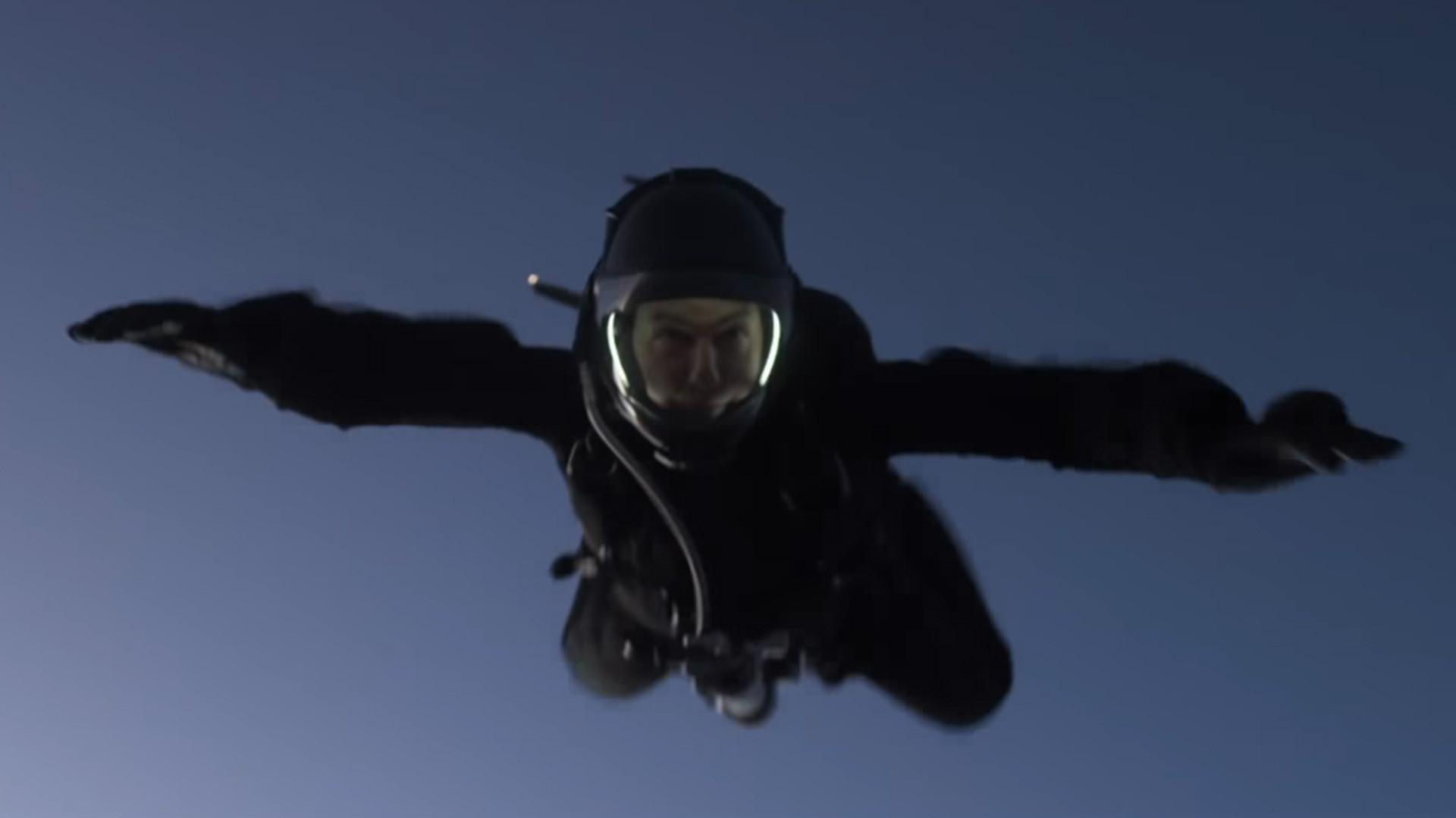 Tommy fait du parachute