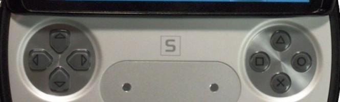 Le PS Phone en cours d'utilisation... sur un jeu !